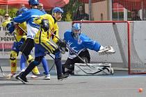 Letohradští hokejbalisté na turnaji v Novém Strašecí.