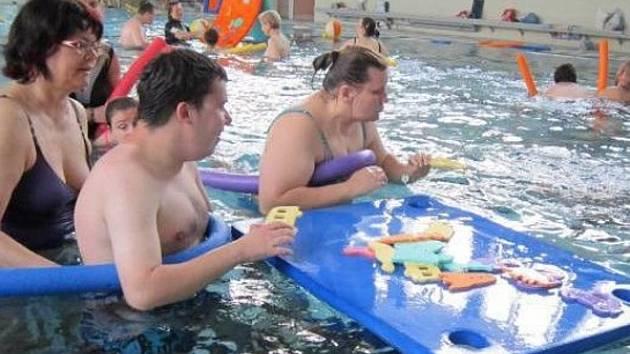 Plavání je možné i s handicapem.
