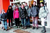 Mezi stávkující školy patřila ZŠ Bratří Čapků v Ústí nad Orlicí. Dojíždějící žáci měli možnost čas do začátku vyučování strávit v šatnách. Ze stávky si mnoho nedělali, brali ji spíš s humorem.