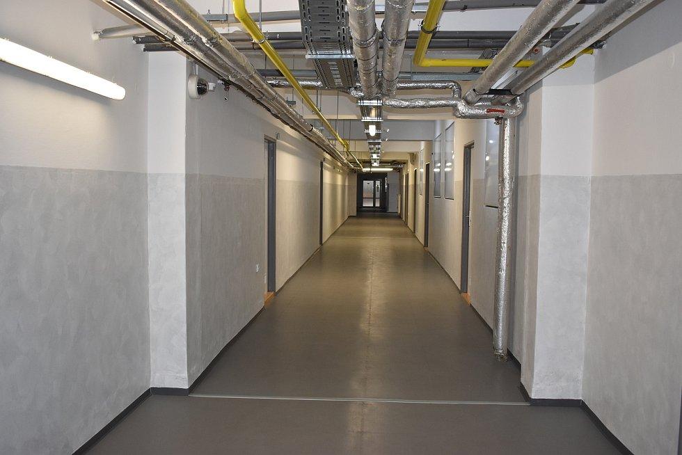 Vyměněny byly také podlahy v podzemní části, kde se nachází dílny