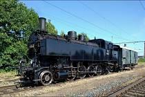 Vlak potáhne lokomotiva 431.032 Ventilovka.