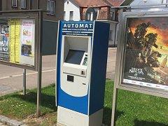 Nový automat pro bezhotovostní nákup vstupenek na projekce Kina Žamberk.
