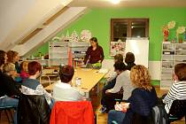 Přednáška o Montessori výuce zaujala.