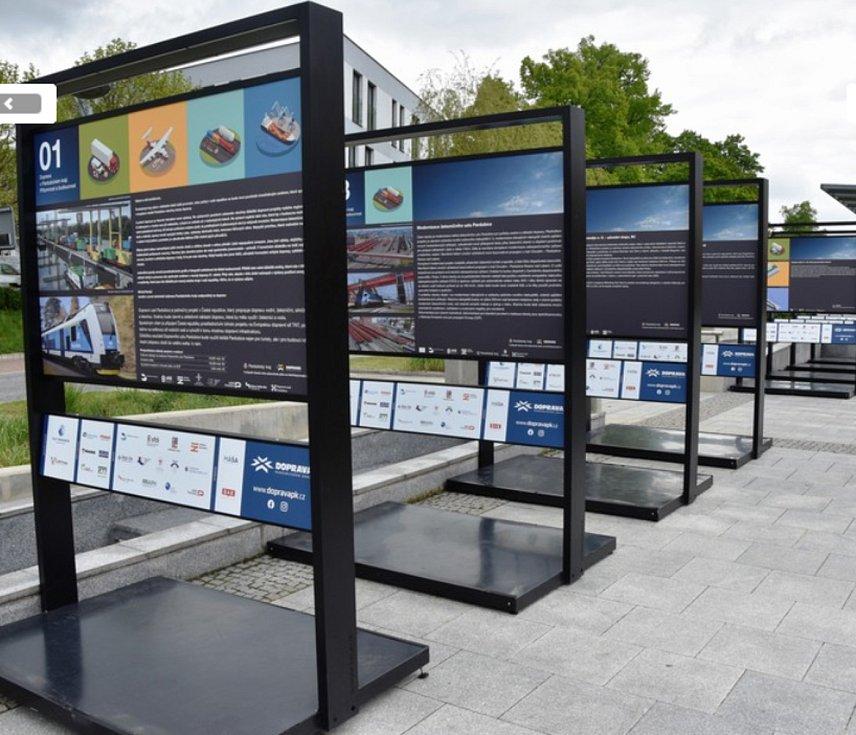 Pardubický kraj přichystal expozici, která představuje všechny důležité dopravní projekty.