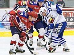PŘETAHOVANÁ končí. Kohouti Česká Třebová zvítězili na ledě Hlinska a mohou se radovat z postupu do semifinále. Soupeře se dozvědí dnes večer.