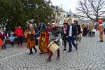 Lanškroun v sobotu ovládlo masopustní veselí. Ceny pro nejlepší masky si odnesla skupina studentů a profesorů z Bradavic, aktivní zdravotní sestřička a Marfuša s dcerkami. Masky i návštěvníky potěšily písničky Lanškrounského smíšeného sboru, lidové tance