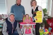 Výtěžek z dobročinného festivalu Krychlefest byl 20. září předán rodičům dvouleté Valerie z Tatenic, která trpí spinální svalovou atrofií.