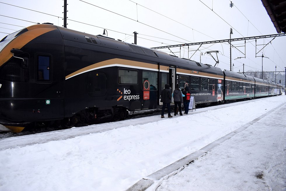 Na Králicko bude jezdit černožlutá střela. Leo Express představil služby.