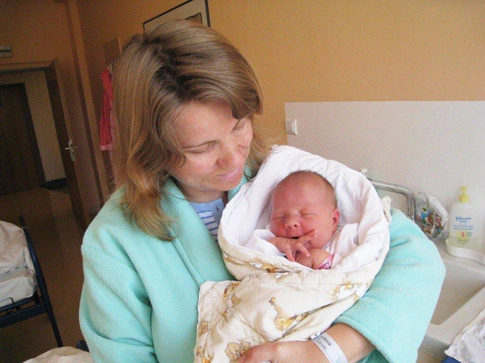 Nela Ťukálková, tak se jmenuje první potomek manželů Dany a Luďka z Chocně. Narodila se 19. dubna v 11.40 s hmotností 3,83 kg.