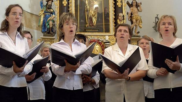 Laudamus, sbor ze Svitu, koncertoval v rotundě.