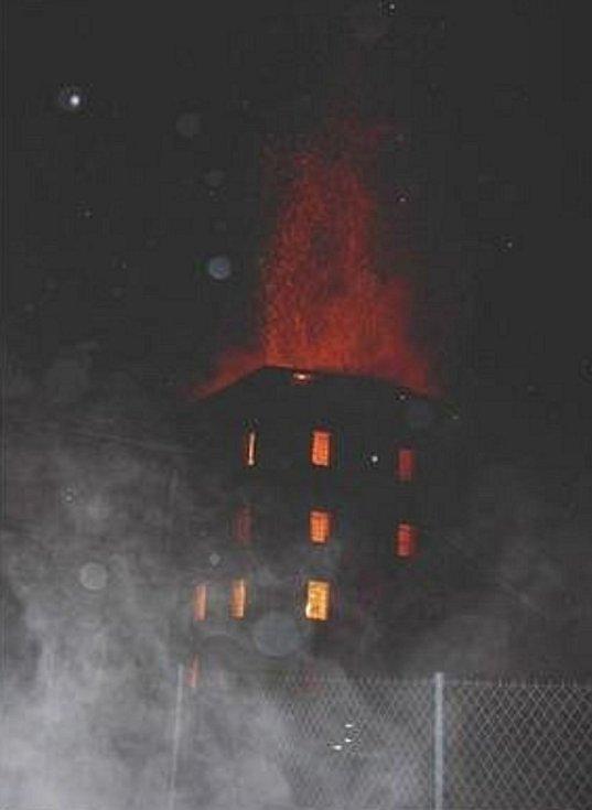 Mlýn v Letohradu při požáru v roce 2003.