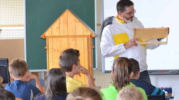 Mladí včelaři v Ústí nad Orlicí.