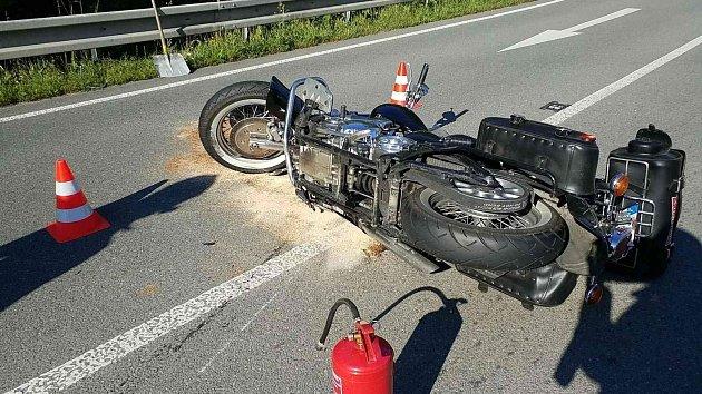 ULíšnice se zase bouralo, tentokrát motorkář sdodávkou.