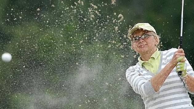 Golf je hra pro všechny generace. Vybavení vás může přijít na šest nebo desítky tisíc. Většina provozovatelů výbavu půjčuje za symbolické částky.