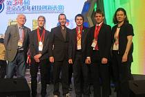 Václav Kotyza (třetí zprava) na soutěži v Číně.