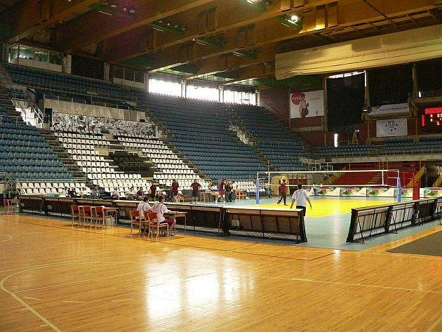 Volejbalová hala Pionýr pro 8 000 diváků, kde Česko změří síly s Němci.