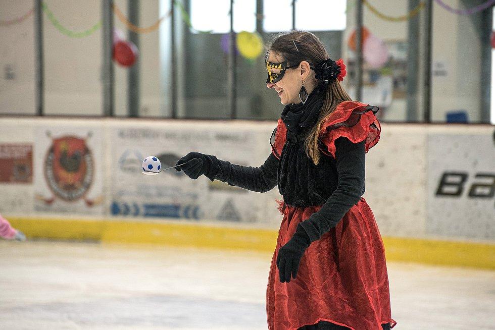 Na zimním stadionu v České Třebové se v sobotu konal karneval na ledě.