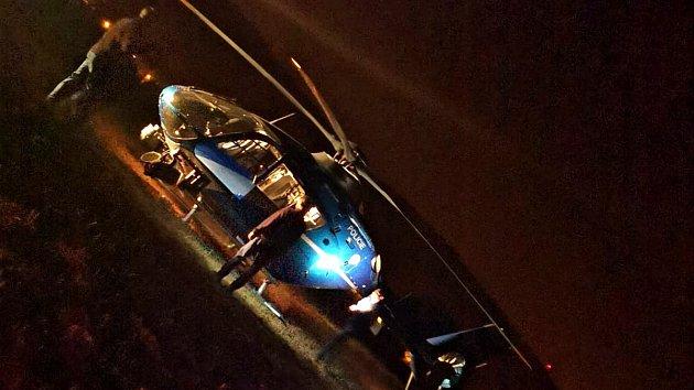 Pohřešovaného našel v noci policejní vrtulník
