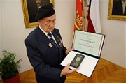 Josefu Švarcovi bylo uděleno vojenské ocenění Záslužný kříž.Foto: archiv města Lanškroun