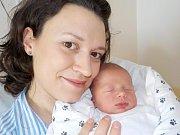 Antonín Krejsa se narodil 4. 2. v 12.53 a vážil 3420 g. V Záchlumí bude těšit rodiče Kateřinu Štěpánkovou a Jiřího Krejsu, i bratříčka Jakoubka.