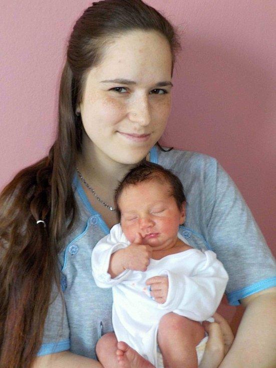 Matěj Eyer se narodil 19. 5. v 23.44 hodin a vážil 3200 g. Doma v Litomyšli z něho budou mít radost rodiče Eva Malinská a Matěj Eyer.