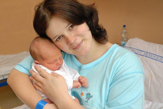 Jan Fajfr bude doma s rodiči Lucií a Janem a starší sestrou Michalkou v Nasavrkách. Na svět přišla 17. března ve 20.27, kdy vážila 3,92 kg.