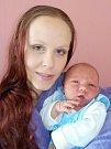 Samuel Chaloupka se narodil 7. 4. v 18.28 hodin s váhou 3660 g. Doma v Chocni-Hemže se na něho bude těšit maminka Ivana Šimská a tatínekTomáš Chaloupka, i sestřičky Vaneska a Laurinka.