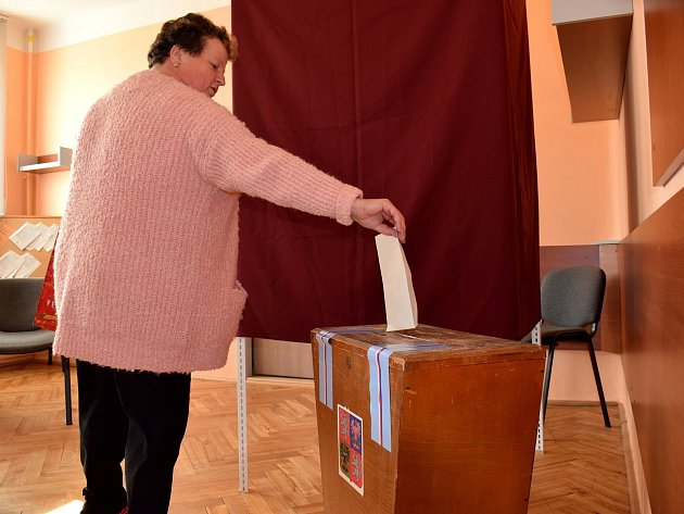 Z volebních místností na Vysokomýtsku.