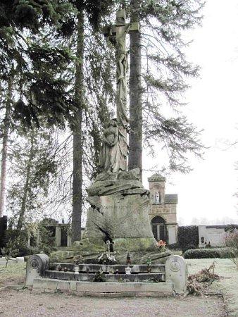 Kříž na ústeckém hřbitově.
