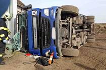 Uvnitř vozu byl řidič a spolujezdec. Toho museli hasiči vyprostit naštěstí bez použití hydraulického zařízení. Spolujezdec byl vyproštěn čelním sklem.