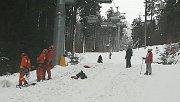 Na Bukové hoře spadl strom na lanovku