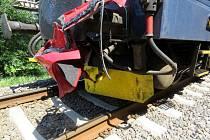 Lokomotiva vlaku po střetu s osobním automobilem na železničním přejezdu v Letohradu.