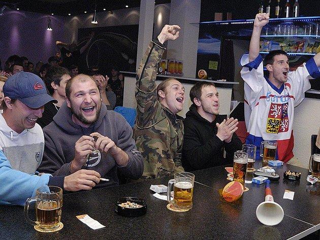 Hokejistům se fandilo i v českotřebovské Restauraci Sauna.