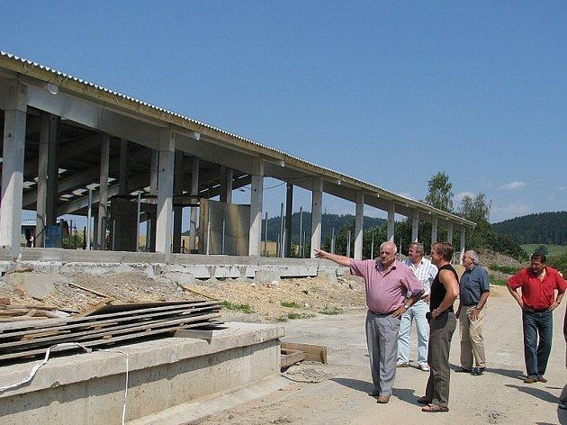 Produkční a reprodukční stáj v Řetové, projekt v hodnotě 37 milionů korun, realizuje ZD Sloupnice.