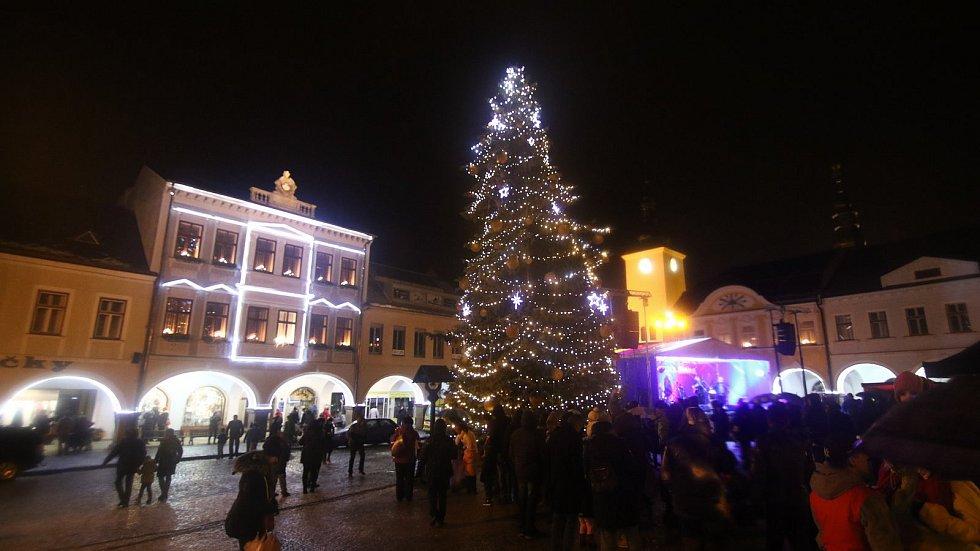 V Ústí nad Orlicí rozsvítili vánoční strom