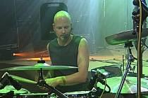 Bubeník a perkusista Pavel Fajt.