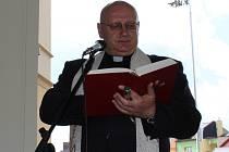 Polskému arcibiskupovi odhalili v Chocni bustu
