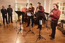 Z výstavy Hudba ve spirále v Regionálním muzeu ve Vysokém Mýtě.