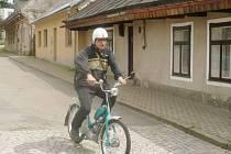 Z vyjížďky mopedů v Králíkách a okolí.