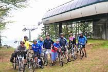 Lanovka ve Ski Parku v Červené Vodě slouží v létě pěším i cykloturistům.