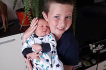 Vojta Kaplan se narodil 21. 8. 2020 v 7.59 hodin. Vážil 3320 g, měřil 50 cm a doma bude v Lanškrouně s rodiči Monikou a Janem a bráškou Honzíkem.