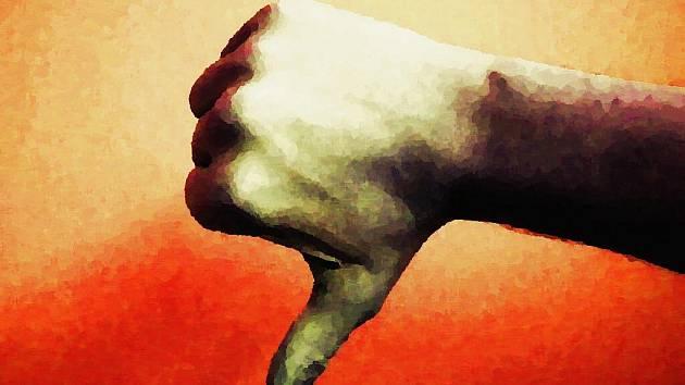 Palec dolů - ilustrační obrázek