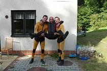 Autor reportáže (vpravo) s pastvinskými vodními záchranáři.