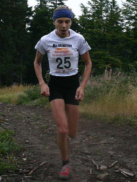 Anna Pichrtová, česká vytrvalkyně závodící za ostravský X-AIR, vyběhla do Zámeckého vrchu v Lanškrouně v čase 24:35 minuty a vyhrála tak kategorii žen.