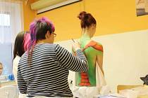 Ze semináře o možnostech a technikách Body Art v SOŠ a SOU Lanškroun.