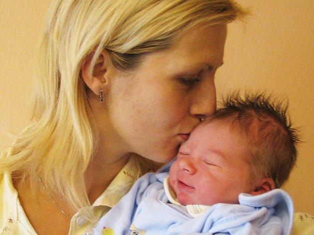 Tomáš Hovorka je novým občánkem Lipovky. Jeho rodiči jsou Veronika a Zdeněk Hovorkovi. Těší se na něj i bráška Kubíček. Chlapec se narodil 18. září v 16.09 s hmotností 3,65 kg.