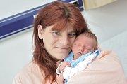 Dominik Veselý bude doma s rodiči Stanislavou a Davidem a bráškou Patrikem v Chocni. Když se 31. října v 18.45 hodin narodil, vážil 2,9 kg.