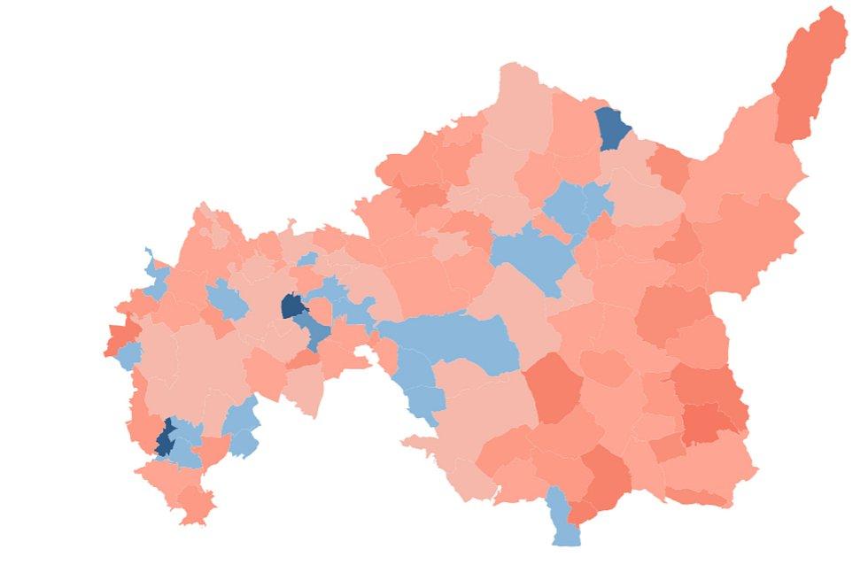 Mapa proočkovanosti okres Ústí nad Orlicí. Modré odstíny značí vyšší poddíl naočkovaných, než činí průměr ČR.