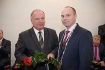 Oceněný Ryszard Szydłowski se starostou Radimem Vetchým.