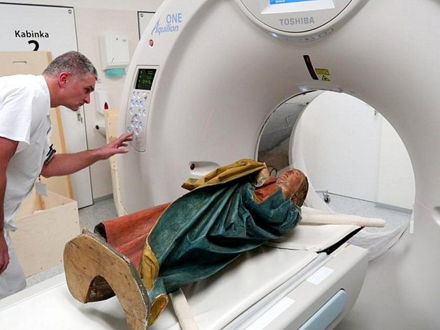 Madonu odborníci prozkoumali prostřednictvím tomografu.